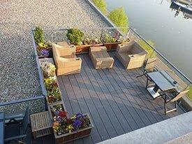 Composiet terras met leuke tuinset